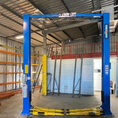 Classic Lift CL4500 2post hoist clearfloor